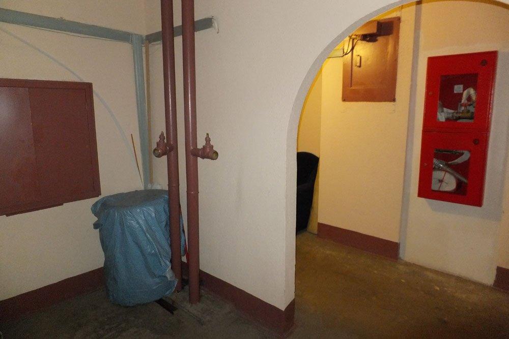 На фото общий вид пожарного водопровода и рукавов после переноса